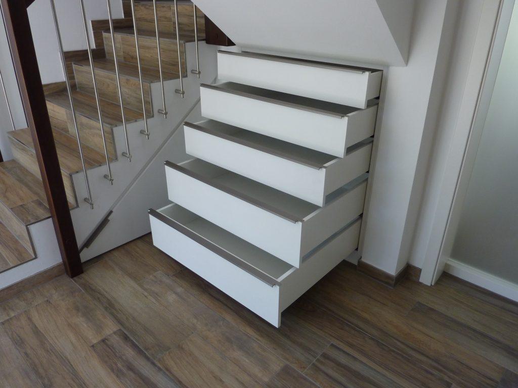 Treppe, Fußboden und Schubladen